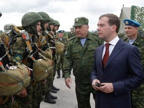 Через кризу Медведєв відклав розширення штату силовиків