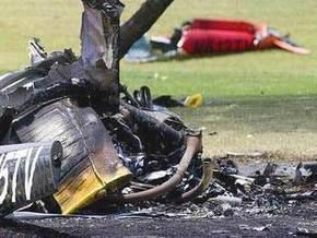 В США четыре человека погибли при падении вертолета на шоссе