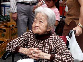 Кількість 100-річних японців перевищила 40 тисяч осіб