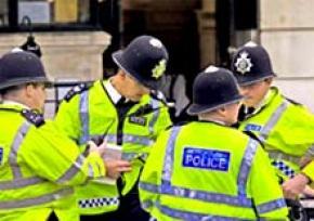 В Британии осужден безрукий юноша, управлявший автомобилем на скорости 160 км/ч