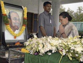 Восемь индийцев покончили с собой, узнав о гибели популярного политика