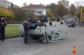 У Луцьку перевернулося міліцейське авто в якому перевозили злочинця