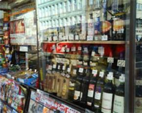 Кабмин хочет ограничить продажу водки и сигарет