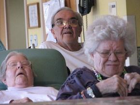 90-летние израильские пенсионеры устроили оргию в доме для престарелых