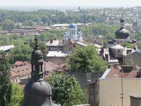 У Чернівцях троє юнаків помочилися на пам'ятник Шевченку
