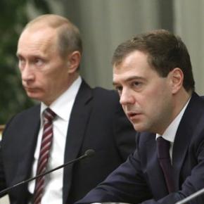 Львівські націоналісти подарували Путіну і Медведєву книги про Бандеру