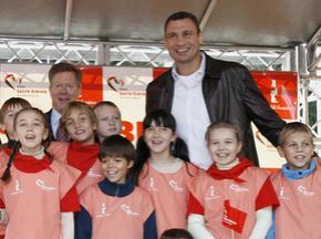 Виталий Кличко открыл спортивную площадку для детей