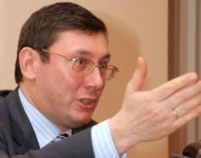Луценко где-то пронюхал, что Янукович заготавливает валенки для Майдана