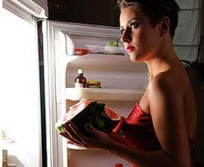 Як впоратися з нічним переїданням: п'ять кроків