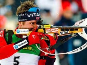 Украинец выиграл золото Кубка мира по биатлону