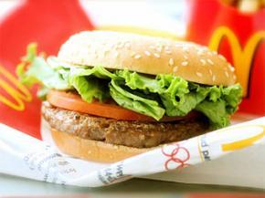 Житель Швеції проткнув ясна цвяхом з гамбургера