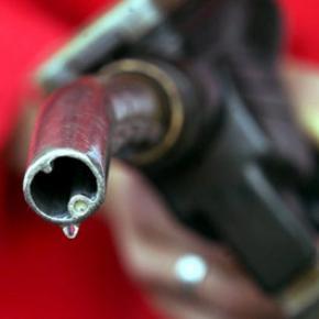 Литр бензина может подешеветь до пяти гривен