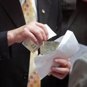 Судьям КС предлагают 1 млн. долларов за