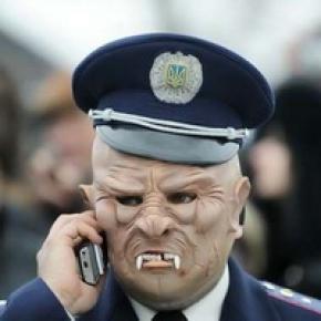 Як менти-перевертні в незаконний спосіб вивозять громадян за межі України