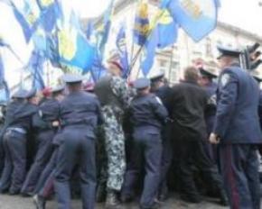 Милиция не позволила разбить палатки под окнами у Януковича