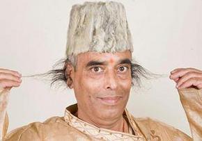 Індієць виростив у вухах волосся завдовжки в 28 сантиметрів