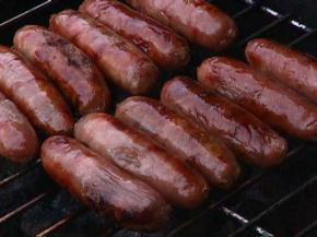 Жителі німецького села заманюють лікарів безкоштовними сосисками, булочками і перукарнею.