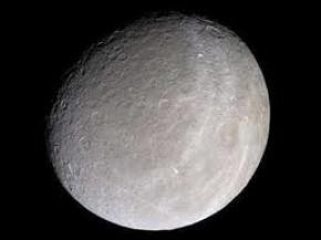 На супутнику Сатурна виявлено атмосферу