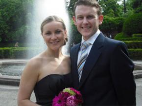 Закохана пара одружилася 85 разів за півроку