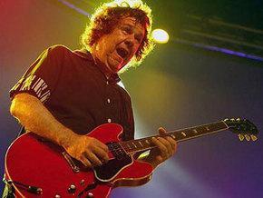 Скончался легендарный гитарист Гари Мур