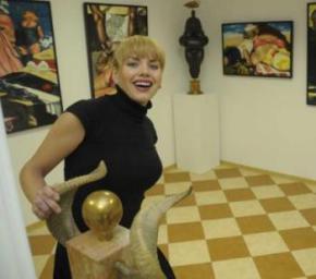 Картини української художниці придбали Джолі, Клуні та два президенти США