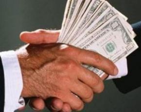 Чиновник-рецидивіст вкрав мільйон гривень, а його лише хочуть звільнити