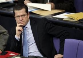 Міністра оборони Німеччини звинуватили в плагіаті