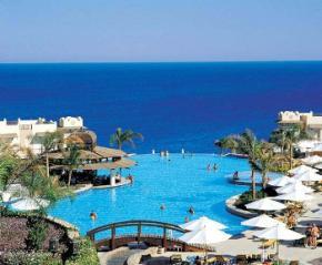 Туристи повертаються на курорти Єгипту