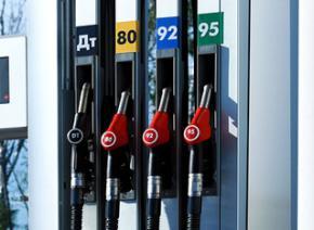 Украинским АЗС разрешили повысить цены на бензин