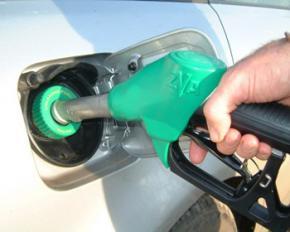 Українці масово відмовляються від бензину через подорожчання