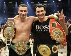 Братья Кличко и Хэй возобновили переговоры о бое