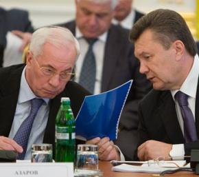 Янукович поручил Азарову остановить уплату налогов авансом