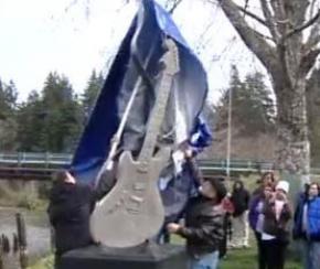 У США встановили чотириметрову бетонну гітару на честь Курта Кобейна