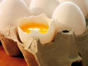 Пьяный депутат устроил драку в магазине, бросался яйцами и разбил об голову продавщицы лоток