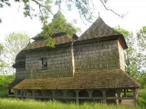 В Тернополе к Пасхе открыли выставку деревянных церквей Украины