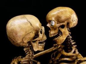 У Паризькому музеї еротики скелети демонструють пози