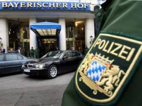 Немецкого полицейского уволили за секс в церкви