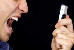 Мобільний телефон, який заряджається від крику
