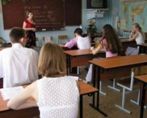 От учеников украинской школы в Донецке пытаются избавится шантажом