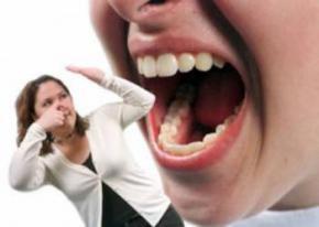Неприємний запах з рота, причини появи запаху, як позбутися неприємного запаху з рота
