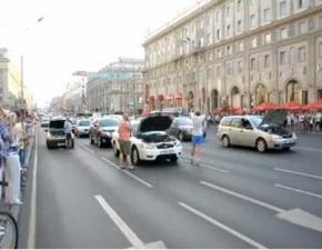 У Білорусі бензиновий бунт. Центр Мінська блокований автомобілями.