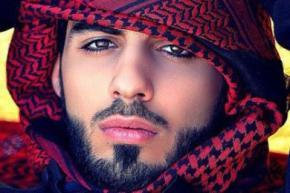 З Саудівської Аравії депортували чоловіка через надмірну красу