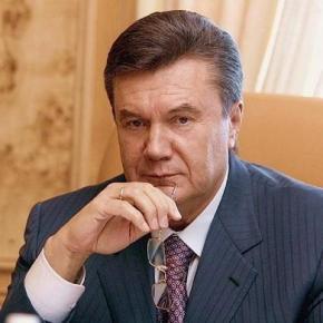 Янукович перебросил полномочия из центра на региональную власть