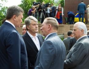 У памятника Шевченко собрались все президенты Украины