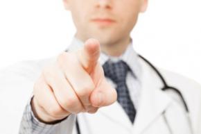 Немецкий дантист отрезал себе палец ради страховки