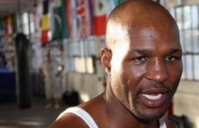Чемпіон світу з боксу Могутній Куінн заарештований за пограбування восьми банків