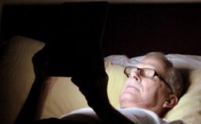 Користування телефоном і планшетом перед сном призводить до стресу