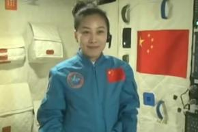 Китайская учительница провела школьный урок физики из космоса