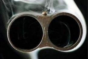 Чиновник випадково застрелив чоловіка на полюванні, а другого - поранив