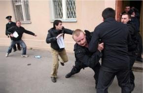 В Україні рейдера-бойовика для захоплення приміщення можна найняти всього за 200 грн